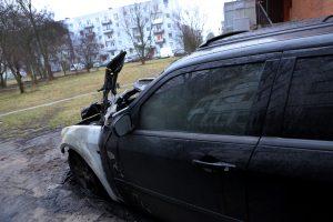 Vilniuje padegtas automobilis, nukentėjo dar du