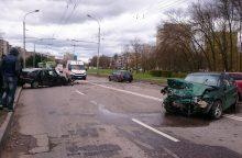 Avarija P. Lukšio gatvėje: vienas vairuotojas sužalotas, kitas pabėgo
