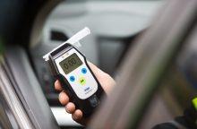 Policija: mažėja neblaivių vairuotojų sukeltų avarijų
