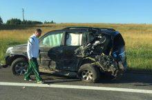 """Avarija netoli Elektrėnų: kelio nepasidalijo sunkvežimis ir """"Toyota"""""""