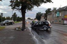 Kraupi avarija Šiauliuose: girtas vairuotojas rėžėsi į stulpą
