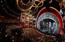 """Apsirikimas skelbiant """"Oskaro"""" laureatą – ne vienintelis per apdovanojimų ceremoniją"""