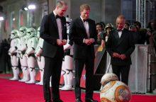 """Britanijos princai Williamas ir Harry dalyvavo """"Žvaigždžių karų"""" Londono premjeroje"""
