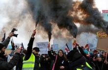 Protestas prieš abortų draudimo įstatymą subūrė tūkstančius lenkų