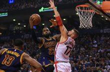 """""""Raptors"""" su J. Valančiūnu trečią kartą pralaimėjo NBA čempionams"""