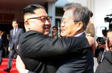 Šiaurės ir Pietų Korėjos lyderiai vėl susitiko pasienio kaimelyje
