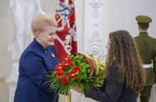 Prezidentės gėlės – signatarų atminimui pagerbti