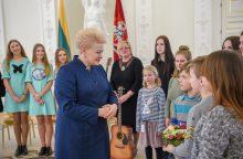 D. Grybauskaitei – apdovanojimas iš vaikų rankų