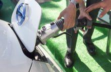 Savivaldybės planuoja elektromobilių įkrovimo vietas