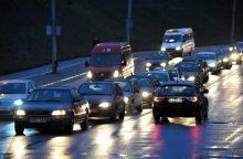Kelininkai perspėja: keliuose yra slidžių ruožų
