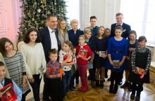 """Rekordinės """"Knygų Kalėdos"""" padovanojo 50 tūkst. naujų knygų"""