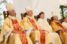 Vyskupai su vargstančiaisiais susitiks prie pietų stalo