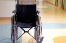 Neįgaliam vyrui palikti darbą siūlęs institutas pripažintas priekabiavęs dėl negalios