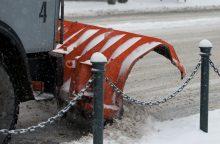 Įspėja: keliai padengti plono sniego sluoksniu, provėžoti, slidūs
