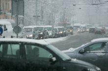 Eismo sąlygas sunkina snygis ir šlapdriba
