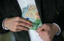 Vadovų atlyginimai – po devyniais užraktais