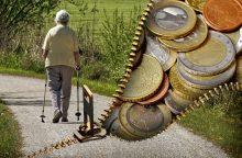 Daliai senjorų sausį pensijas į namus pristatys nauji pensijų nešiotojai