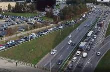 Sostinė dūsta spūstyse: gatves užplūdo šimtai tūkstančių automobilių
