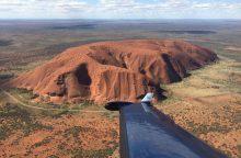 Australijoje išgelbėti garsiosios Uluru uolos plyšyje įstrigę trys vyrai