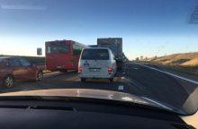 Netoli Babtų – sunkvežimio ir lengvojo automobilio avarija