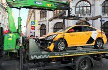 Maskvoje taksi automobilis rėžėsi į žmones, yra sužeistųjų <span style=color:red;>(atnaujinta)</span>