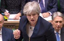 """Th. May patyrė pralaimėjimą parlamentui balsuojant dėl """"Brexit"""""""