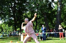 Kėdainiuose paaiškėjo agurkų metimo į tolį čempionai