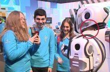 Per Rusijos televiziją parodytas robotas pasirodė esąs vyras roboto kostiumu