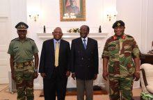 Valdančioji Zimbabvės partija atleido R. Mugabę