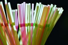 Lietuvos verslininkai pradeda atsisakyti plastikinių šiaudelių