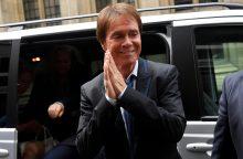 Britų popžvaigždė C. Richardas laimėjo privatumo bylą prieš BBC