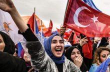 Turkijos jaunimas tikisi pakeisti valdžią, bet plečiamos prezidento galios
