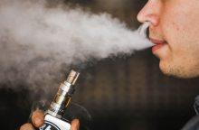 Siūloma akcizu apmokestinti ir elektroninėms cigaretėms skirtą skystį