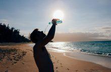 Nuo poilsio iki pavojų – keli saulės spinduliai: kaip išvengti karščio smūgio?