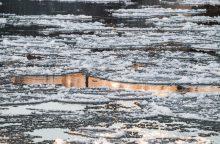 Ugniagesiai gelbėjo ant ledo pasiklydusią girtą moterį