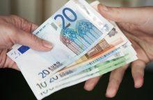 Lietuvių finansiniai įpročiai: daugiau uždirbantys daugiau ir skolinasi