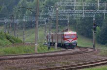 Klaipėdos rajone ant traukinio bėgių rasta smarkiai sužalota paauglė