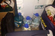 Pasieniečiams įkliuvo nelegalų alkoholį gabenęs latvis
