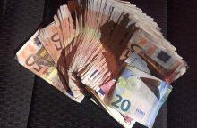Pareigūnų nesugundė ir 1 tūkst. eurų kyšis