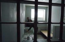 Alytaus pataisos namuose nuteistieji prižiūrėtojui perpjovė kaklą