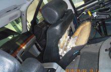 Sulaikyti nelegaliais rūkalais automobilius prigrūdę baltarusiai