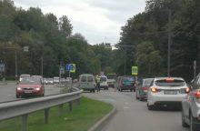 """Tunelio gatvėje – dviejų """"Volkswagen"""" avarija, yra nukentėjusiųjų"""