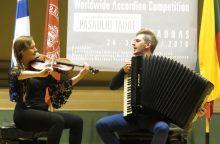 """Tarptautiniame konkurse """"Coupe Mondiale"""" – lietuvių dueto pergalė"""