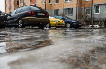 Įspėja: vairuotojams gatvėse reikės daugiau atidumo