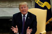 JAV prezidentui – kritika dėl nederamų prekybos sankcijų