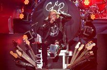 "Atsikūrusi ""Guns N' Roses"" tęsia gastroles"
