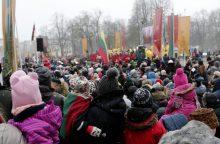 Miestas nusidažė trispalvėmis – klaipėdiečiai švenčia Lietuvos atkūrimo gimtadienį