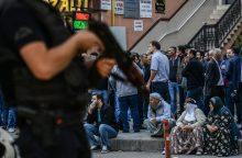 Areštai Turkijoje tęsiasi: nurodyta sulaikyti per 70 pilotų