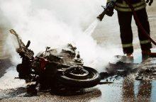 Sunkiai susižalojo teisių neturintis motociklininkas