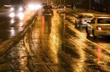 Vairuotojų dėmesiui: naktį eismo sąlygas sunkins plikledis